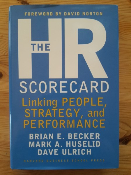 Becker Brian E.: The HR scorecard : linking people, strategy and performance